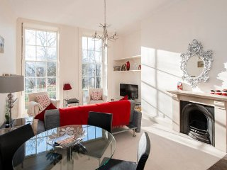 Peaceful City Centre Apartment, sleeps 4, Bath