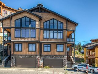Big White luxury chalet close to the village center with 4 bedrooms