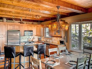 Northern Lights Snow Pines Way in Big White with Spectacular Views Sleeps 12