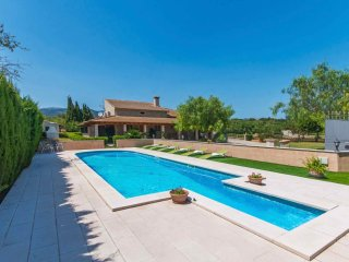 Villa with pool in the Mallorcan countryside