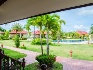 2BR Villa Rayong Pool Internet Air Con Secure, Phe