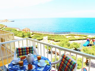 Bellevue - spacious seafront 3 bedroom apartment, Marsalforn