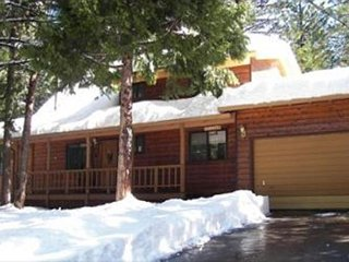 Spacious mountain home with amenities located in a quiet area of  Arnold CA