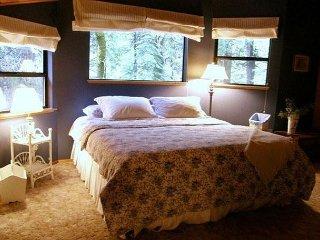 Enjoy this Dorrington Mountain Cabin COME REST AWHILE! Private Community Lake