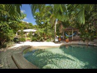 Bali Villa, Clifton Beach