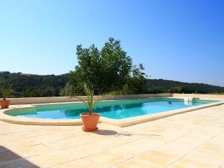 Valensole en Provence Belle Suite avec piscine chauffée, terasse, BBQ, jardin...