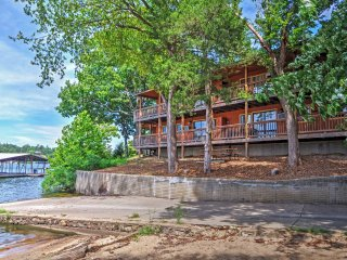 NEW! 3BR Camdenton Apartment w/Boat Slip!