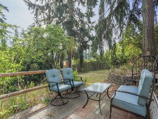 2BR, 1BA Shoreline Apartment on the Bus Line – Peaceful, Shaded Back Patio