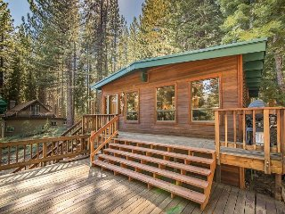 Charming & Private 2BR Cabin with Large Deck & BBQ. Pets Welcome!