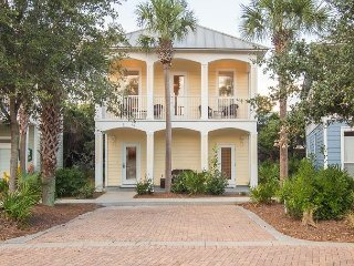 4BD, 3.5BA Beach Retreat Home with Private Beach Access and Heated Pool