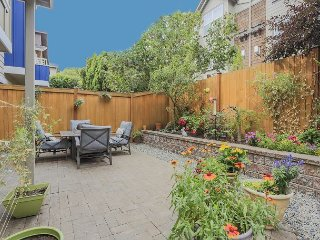 Central 2BR, 2BA Ballard Townhouse - Right off Market Street & Near Bus Lines