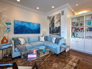 High-End Brentwood Penthouse w/ 2 BR & Balcony - Near Shopping, Dining & Yoga