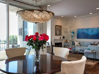 High-End 2BR, 2.5BA Brentwood Penthouse – Near Shopping, Dining & Yoga