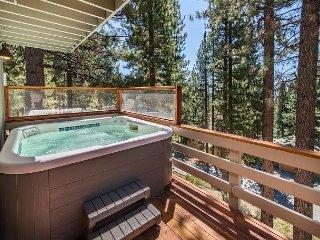Roomy 5BR w/ Hot Tub & Lake Tahoe View - Access to Beach, Diamond Ski Resort