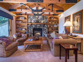 Alpine Getaway w/ Private Hot Tub & Lake View - Near Beach & Diamond Peak