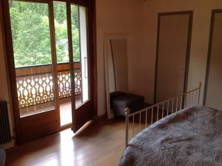 Spacious chalet close to skilifts and Intermarche, Chatel