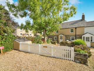 Beautiful 2 Bedroom Grade II LISTED Cottage