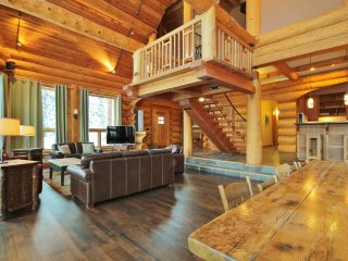 The Timbers - Ski In/Ski Out Log Lodge