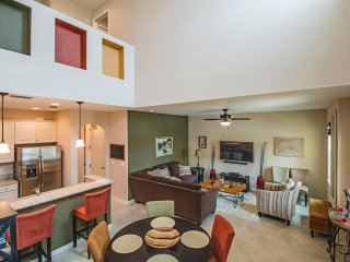 Perfect 2 Bedroom Condo in Resort Community, Rich in Amenities