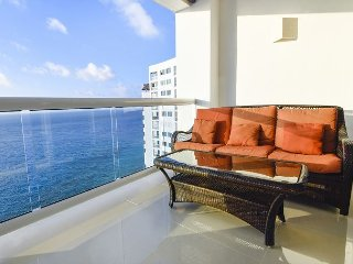 Oceanfront with pool 3 bedroom in Peninsula Grand (PG12A)