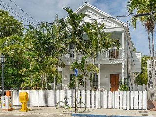 Grand Maison on Duval Street, Sleeps 8, Private Oasis with Pool and Parking, Key West