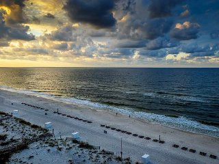 Gulf Front~9th Floor Views~Book your Vacay Today!