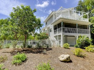 Kingfisher Cottage: Eclectic & Fun 3 Bedroom Beach Cottage with Dock Access, Sanibel Island