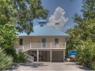 A Lucky Find: Key West Style 3 Bedroom Pool Home w Tiki Bar Steps to Beach