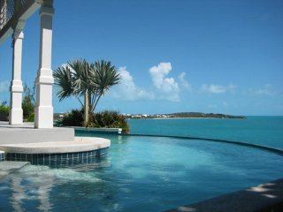 Oceanfront , with private pool and dock & 3 kayaks, Five Cays Settlement