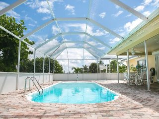 498 Landmark St. - Steps away from the beach and popular Mission Plaza!, Marco Island