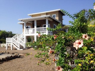 Kat Kasa - 3 Bedroom Home with Private Beach, Placencia