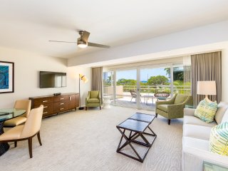 New! Beautiful 2 bedroom Condo at the Ilikai Hotel, Honolulu