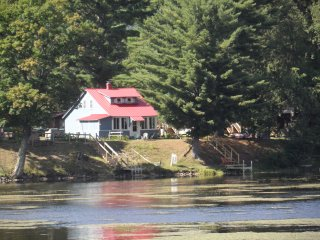 Lakefront Private Home w/ Dock. Kayaks Included., Wells