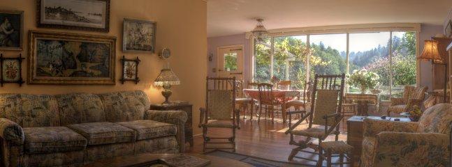 Sale comuni: soggiorno, sala da pranzo con incredibile vista della valle.