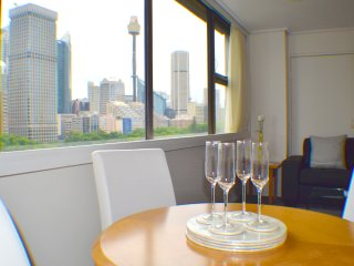 Superb Hyde Park Local & Views 806, Sydney