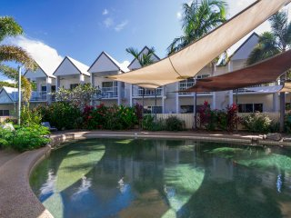 Stylish 2br Apartment  @ TiTree  4Mile Beach Area, Port Douglas