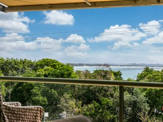 #7 James Cook Apartments - opposite Clarkes Beach, Byron Bay