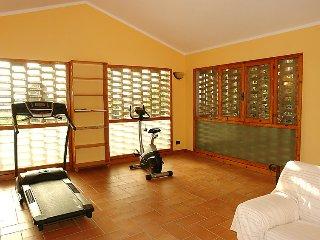 5 bedroom Villa in Certaldo, Chianti Classico, Italy : ref 2253671