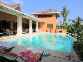 Villa Los Gorgones, on the ocean, pool, sleeps 9