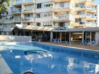 PACIFIC REGIS BEACHFRONT APARTMENTS, West Burleigh