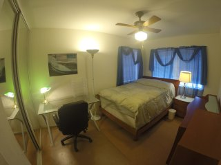 Very Nice & Comfy RoomB in Nice Large Executive 4 bdrm house w Central Air, Kapolei