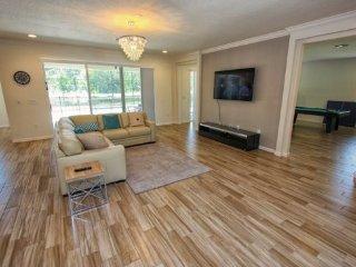 Beautiful 7 Bedroom 7.5 Bath Pool Home in Sonoma Resort. 3941OA, Kissimmee