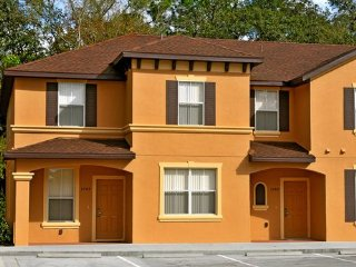 2779CL. Regal Oaks 3 Bedroom Town Home In KISSIMMEE FL