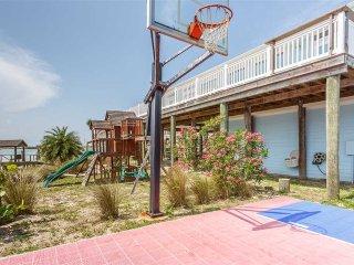 Beach Gem, 6 Bedrooms, Ocean Front, Pet Friendly, Sleeps 14, Marineland