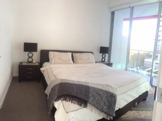 Brand new 3BR apartment sleeps 6 - Reviews Wanted, Gold Coast