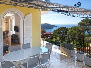Provenzialische Villa mit spektakularem Meerblick