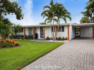 Harbor Lane Bungalow - Waterfront Downtown Naples!