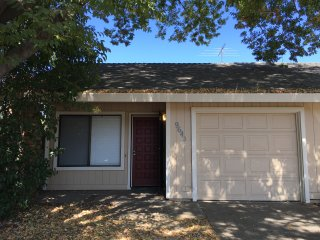 GREAT LOCATION OFF OF HWY 50! 2 BED, 1 BATH,1 CAR!