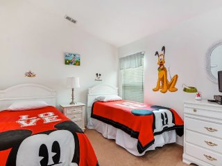 Stunning 4 Bdrm Near Disney with South Facing Pool