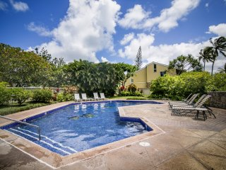 Turtle Bay Condo - w/ pool, AC, near beach, Kahuku